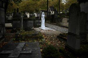 Apparition mariale au cimetière Père Lachaise