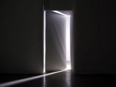 Des portes s' ouvrent et se ferment seules
